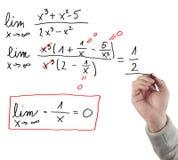 Entregue a equação do limite de desenho. Fotos de Stock Royalty Free