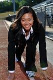 Mulher de negócio asiática pronta para começar a raça - Imagem de Stock Royalty Free