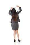 A mulher de negócio asiática sustenta algo Imagens de Stock