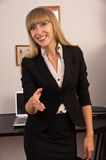 Mulher de negócio atrativa confiável imagens de stock royalty free