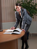 Mulher de negócio atrativa nova fotografia de stock