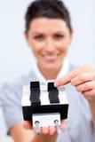 Mulher de negócio atrativa que procurara pelo deslocamento predeterminado Imagens de Stock Royalty Free