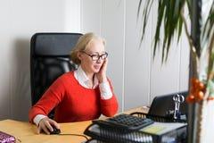 Mulher de negócio bonita fotografia de stock royalty free