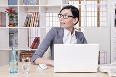 Mulher de negócio bonita de sorriso Imagem de Stock