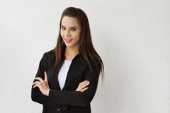 Mulher de negócio bonita no fundo liso fotografia de stock royalty free