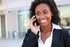 Mulher de negócio bonita no telefone Fotos de Stock Royalty Free