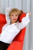 Mulher de negócio cansado e estiramentos Fotografia de Stock Royalty Free