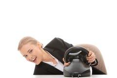 Mulher de negócio caucasiano nova que joga no computador Fotos de Stock Royalty Free