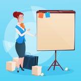 Mulher de negócio com apresentação da sessão de reflexão de Flip Chart Seminar Training Conference Imagem de Stock Royalty Free