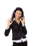 a mulher de negócio com auriculares e mostrar está bem cantam. Imagens de Stock