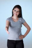 A mulher de negócio com braço estendeu para um aperto de mão fotografia de stock