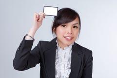 Mulher de negócio com cartão de nome foto de stock