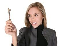 Mulher de negócio com chave Imagens de Stock Royalty Free