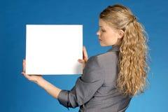 Mulher de negócio com folha branca Fotos de Stock Royalty Free
