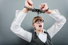 Mulher de negócio com mãos acorrentadas Imagens de Stock