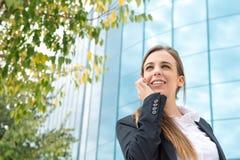 Mulher de negócio com móbil fotografia de stock royalty free