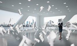 Mulher de negócio com o monitor em vez da cabeça Fotos de Stock