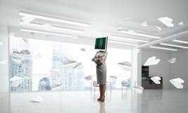 Mulher de negócio com o monitor em vez da cabeça Foto de Stock