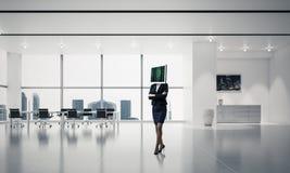 Mulher de negócio com o monitor em vez da cabeça Imagens de Stock Royalty Free