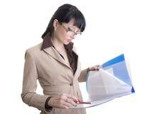 Mulher de negócio com papéis Imagem de Stock