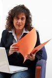 Mulher de negócio com portátil Imagens de Stock