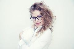 Mulher de negócio com sorriso dos vidros Foto de Stock Royalty Free