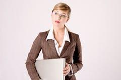 Mulher de negócio com um portátil Imagem de Stock