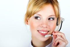 Mulher de negócio com uns auriculares Fotografia de Stock Royalty Free