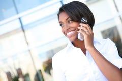 Mulher de negócio consideravelmente africana Imagens de Stock Royalty Free