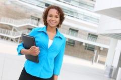 Mulher de negócio consideravelmente africana Imagem de Stock