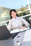 Mulher de negócio consideravelmente asiática dos jovens Fotografia de Stock Royalty Free
