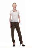 Mulher de negócio de cabelo loura na blusa branca do verão e na calças preta Fotos de Stock