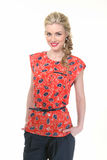 Mulher de negócio de cabelo loura na blusa floral do verão e no tourser preto Fotos de Stock Royalty Free