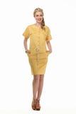 Mulher de negócio de cabelo loura no terno do amarelo do verão Imagens de Stock