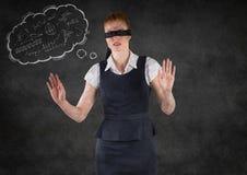 A mulher de negócio de olhos vendados com a nuvem do pensamento que mostra a matemática rabisca contra a parede cinzenta fotografia de stock royalty free