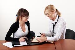 Mulher de negócio dois encantador Foto de Stock Royalty Free