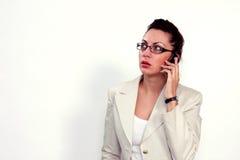 Mulher de negócio em um telefone de pilha Imagens de Stock Royalty Free