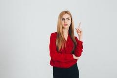 Mulher de negócio em uma blusa vermelha imagens de stock royalty free