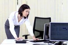 Mulher de negócio em uma pressa Fotos de Stock Royalty Free