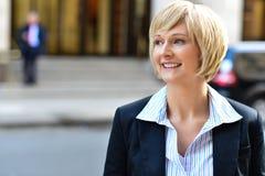 Mulher de negócio em uma rua Fotografia de Stock
