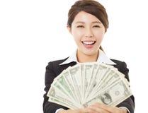 Mulher de negócio entusiasmado que mostra o dinheiro Fotos de Stock Royalty Free