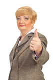 A mulher de negócio envelhecida média dá os polegares fotografia de stock