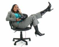 Mulher de negócio feliz no telefone fotos de stock royalty free