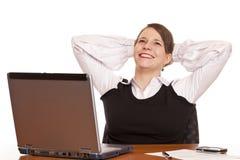 A mulher de negócio feliz nova relaxa no escritório fotografia de stock
