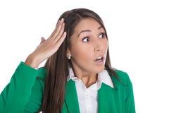 Mulher de negócio isolada chocada e sem-palavras que olha lateralmente imagens de stock
