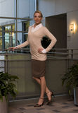 Mulher de negócio loura bonita foto de stock royalty free