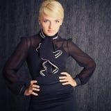 Mulher de negócio loura no terno preto Foto de Stock Royalty Free
