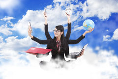 Mulher de negócio a multitarefas Imagens de Stock Royalty Free