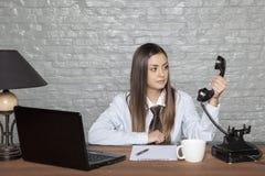 A mulher de negócio não acredita o que escuta Foto de Stock Royalty Free
