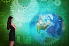 Mulher de negócio na frente da tela holográfica Imagem de Stock Royalty Free